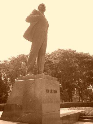 statua Lenin Vietnam foto di Alessio Fratticcioli