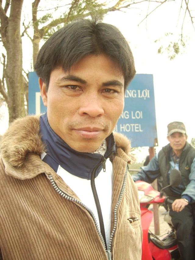 Uomo Vietnam Hanoi foto di Alessio Fratticcioli