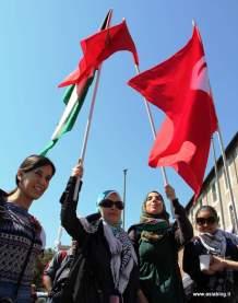 Bandiera rossa. Foto Alessio Fratticcioli