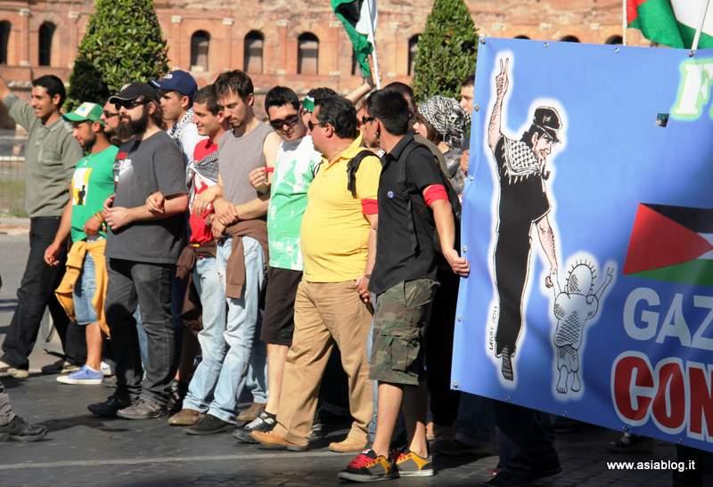 Manifestanti per Vittorio. Foto Alessio Fratticcioli