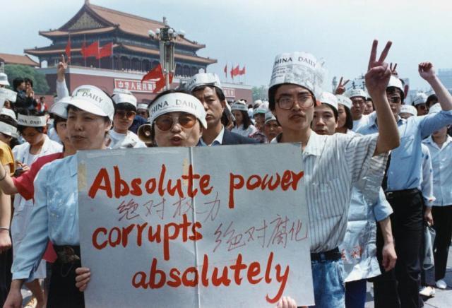 Manifestanti a Piazza Tiananmen, maggio 1989.