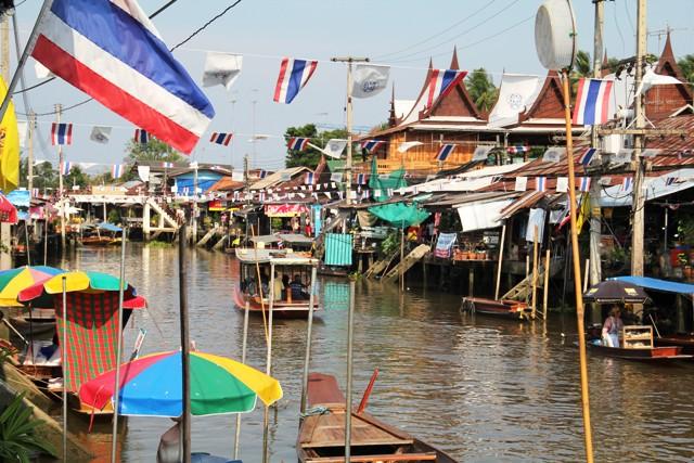 Amphawa, Samut Songkram, Thailandia. Foto Alessio Fratticcioli