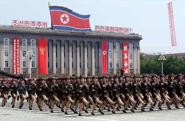 donne Corea del Nord: parata militare foto Jason Lee