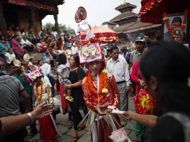 Nepal Festival di Gaijatra 2013 fotografie