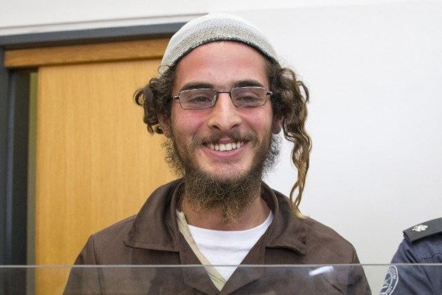 "Meir Ettinger, the head of a Jewish extremist group, stands at the Israeli justice court in Nazareth Illit on August 4, 2015, a day after his arrest. Police said Ettinger, who is aged around 20, was suspected of ""nationalist crimes"" but did not accuse him of direct involvement in last week's firebombing in which a Palestinian toddler was burnt to death in the Israeli-occupied West Bank. He is a grandson of Meir Kahane, a rabbi who founded the racist anti-Arab movement Kach and was assassinated in 1990 in New York.  Foto AFP PHOTO / JACK GUEZ"