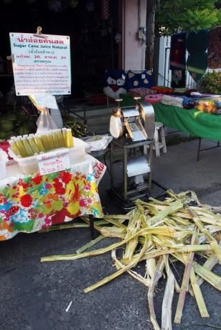 Succo fresco di canna da zuccherro in vendita a Lampang - foto tiziano matteucci