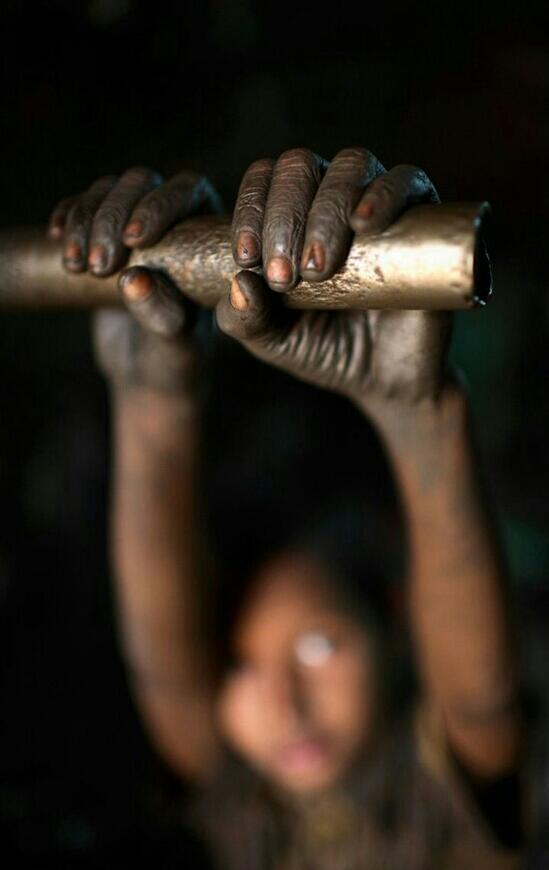 Bangladesh lavoro minorile in fabbrica