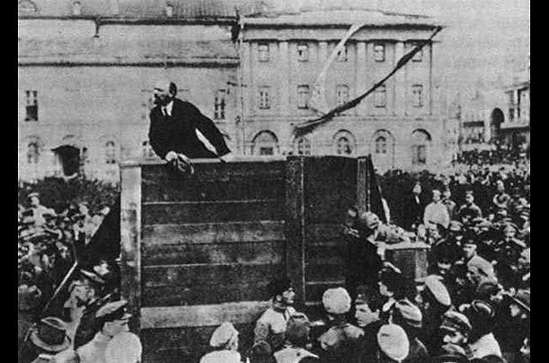 Fotografia del comizio di Lenin - manipolata