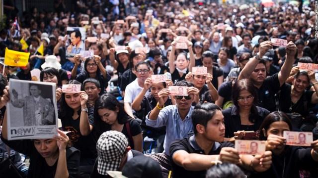 thailandia funerale reale Decine di migliaia di thailandesi sono scesi in strada a Bangkok per l'ultimo saluto a Re Bhumibol. 14 ottobre 2016. Foto Aaron Joel Santos/Getty Images