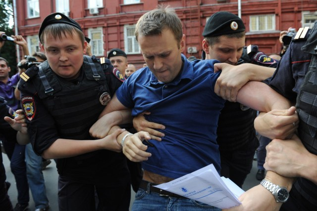 L'ex candidato a sindaco di Mosca, Alexey Navalny, al momento del suo primo arresto nel 10 luglio 2013