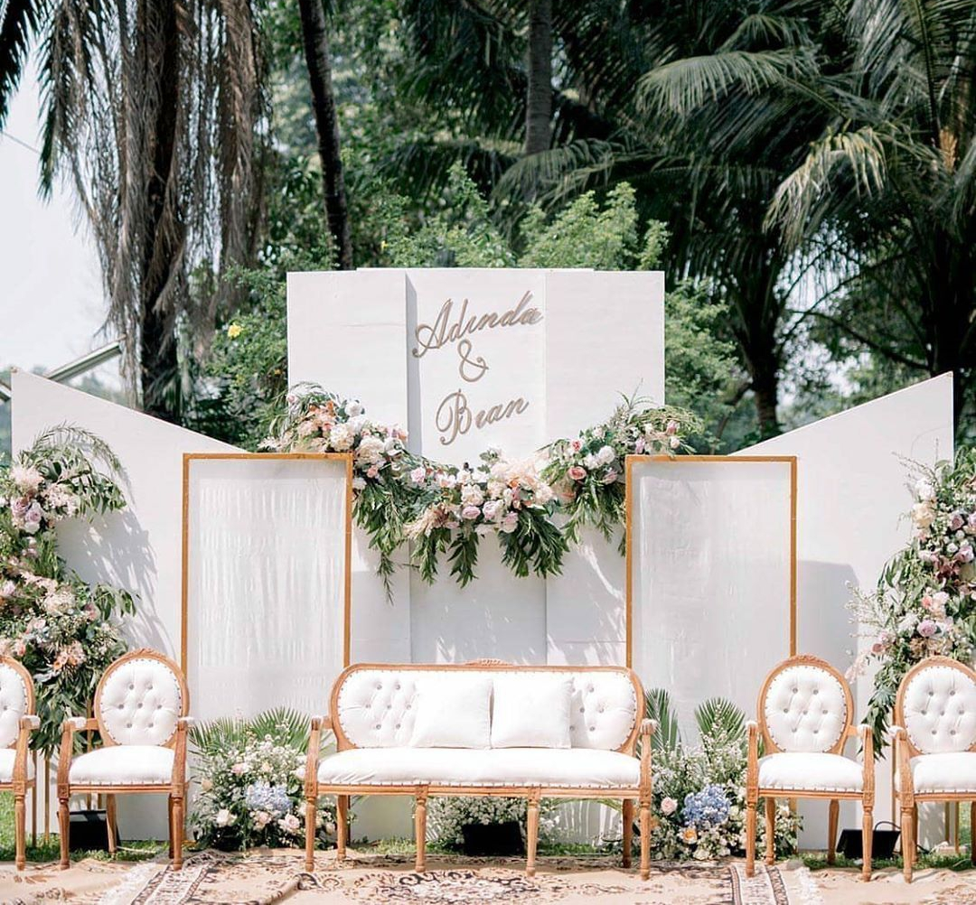 Dekorasi Pernikahan Konsep Kursi Pelaminan Pengantin