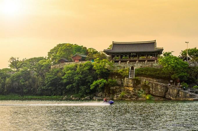 Jinju-castle-진주성-682x453