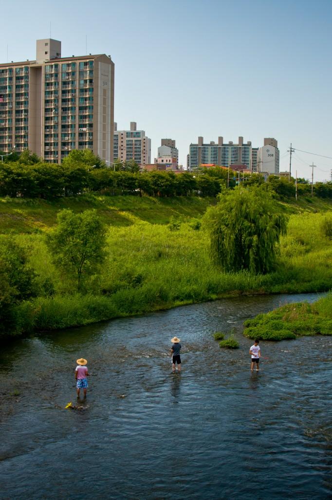 Kids-Fishing-In-Korea-682x1029