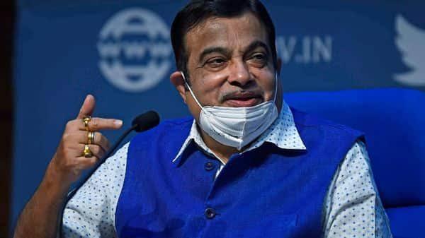 BJP leader Nitin Gadkari launches non-toxic cow dung 💩 paint