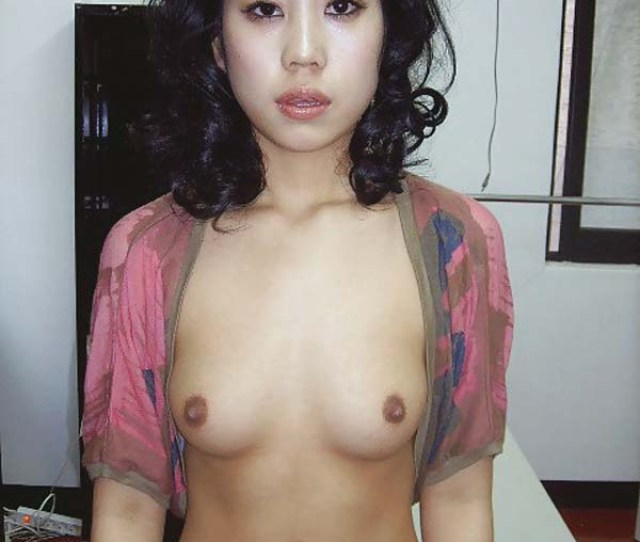 Glamorous Asian Babe Showing Her Nice Tits And Huge Nipples Naughtily