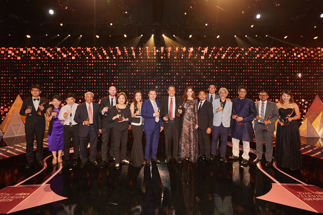 Winners of the night with Pak Chairul Tanjung, winner of Award for Outstanding Contribution to Asian Television (9th from left); Mr Raymond Wong, Chairman of Asian Television Awards (8th from left); Mr Man Shu Sum; Chief of Jury (4th from right)