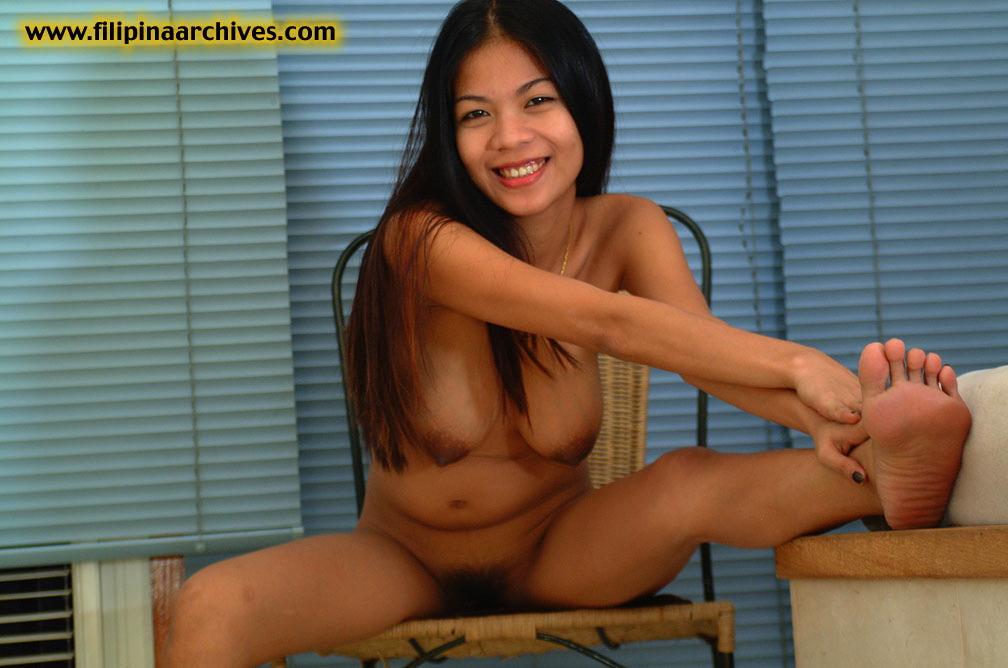 Amateur in Hotelroom Striptease