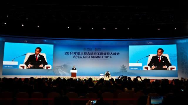 Joko Widodo speaking at APEC CEO Summit