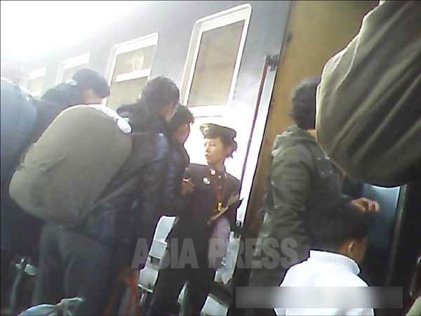 <北朝鮮写真報告>交通機関の革命的変化を見る1 衰退する国営交通―鉄道の実態 [写真13枚]