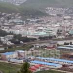 (참고사진) 강 건너편이 북한의 양강도 혜산시. 밀수와 탈북의 거점으로 유명한 국경의 도시다. 사이를 흐르는 것은 압록강. 2010년 6월 중국측에서 촬영 (아시아프레스)
