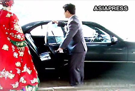 A young couple dressed up in a wedding costume drove right up to the park in a black Mercedes to take their wedding picture. They seemed to be children of privileged or high-ranking officials. (Taesong District, Pyongyang. June, 2011. Taken by Gu Gwang-ho (C)ASIAPRESS