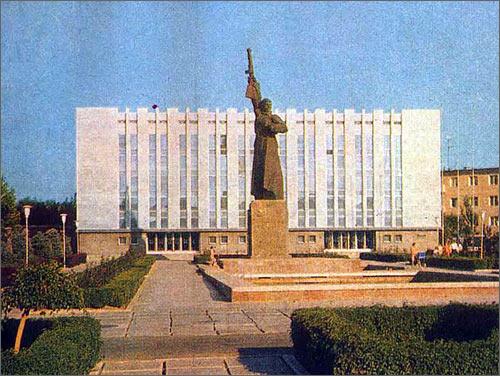 Монумент Защитнику Родины в Ташкенте. Фото с сайта Аrchitectafanasyev.narod.ru