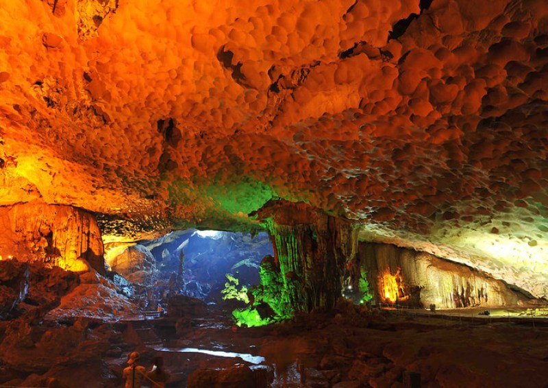 Thien Cung is a beautiful and famous cave of Halong Bay