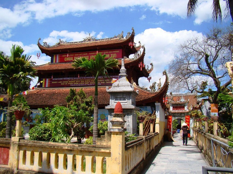 Vietnam-and-the-famous-pagodas3