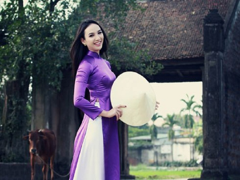 Non-la–a-great-souvenir-for-a-tour-to-Vietnam4