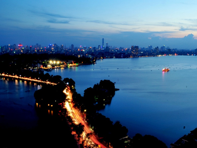 West-lake-of-Hanoi–A-potential-destination-for-foreign-tourists2