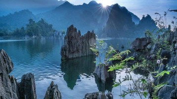 """6 """"Halong Bays on land"""" of the Northern Vietnam"""