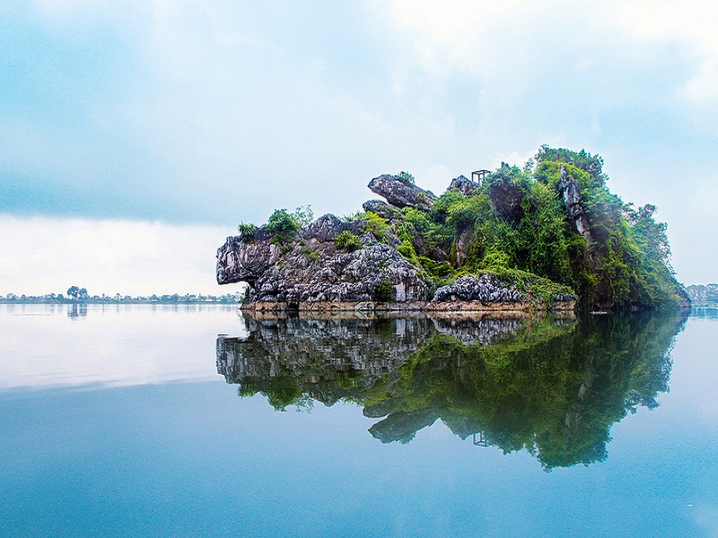 Famous-lakes-of-Vietnam1