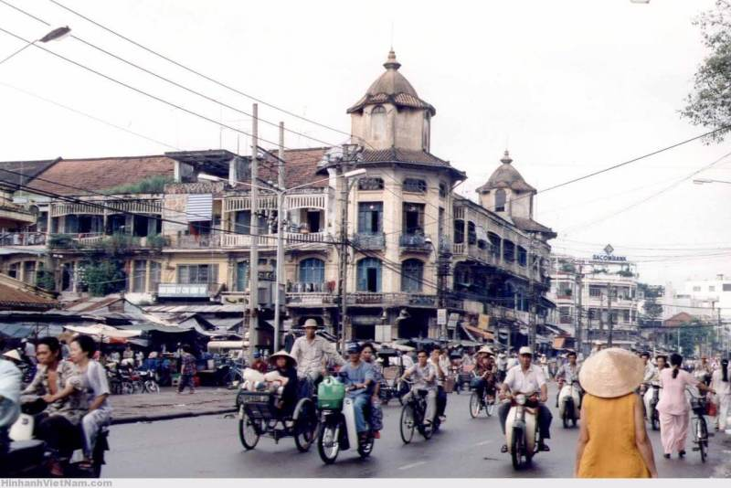 Discover the architecture of the largest ancient market in Saigon