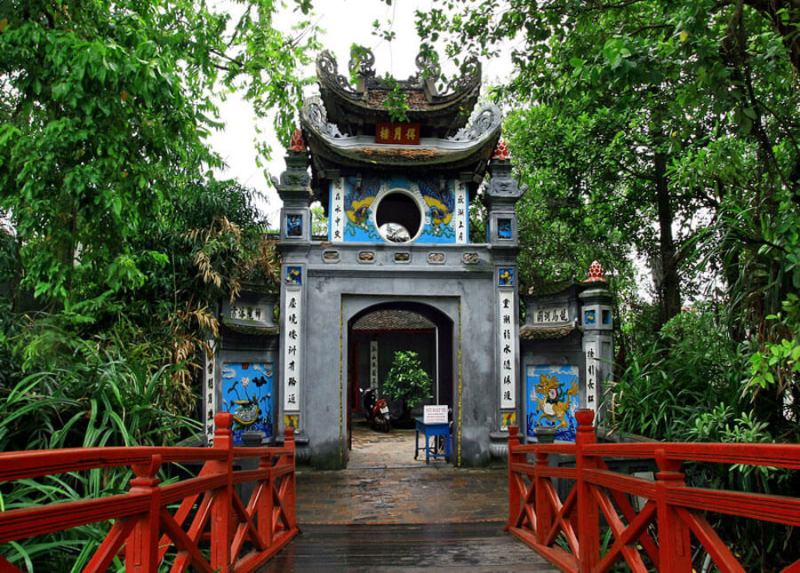 Once visit Ngoc Son temple to discover Hanoi icon