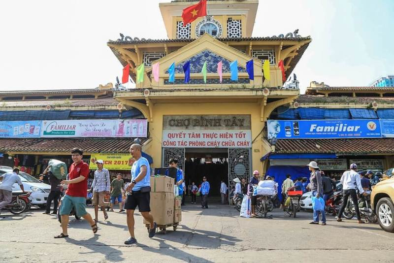 The last small traders leave Saigon's largest ancient market