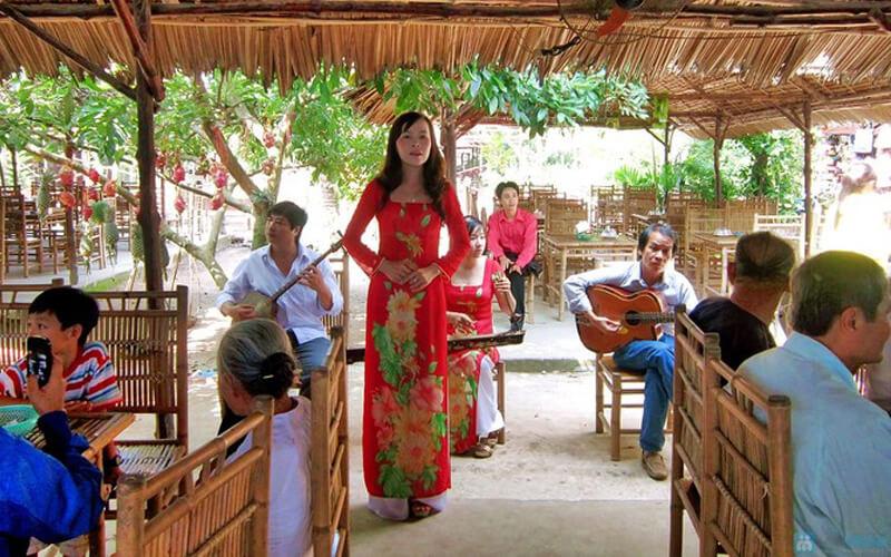 Admire Don Ca Tai Tu - a traditional Vietnamese folk music