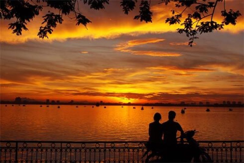 Romantic scene in West Lake of the couple