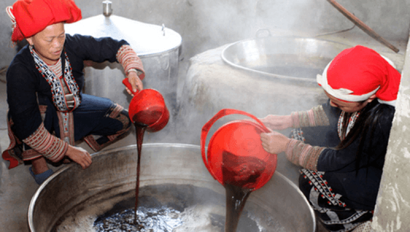 Sapa tourism - medicinal bath service of the Red Dao