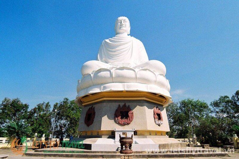 Do not forget to visit Nha Trang to visit Long Son Pagoda