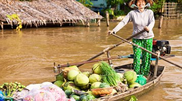 Explore the peculiarity of Cai Be Floating Market in Tien Giang