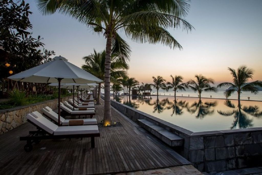 10 resorts have the best view in Vietnam 12