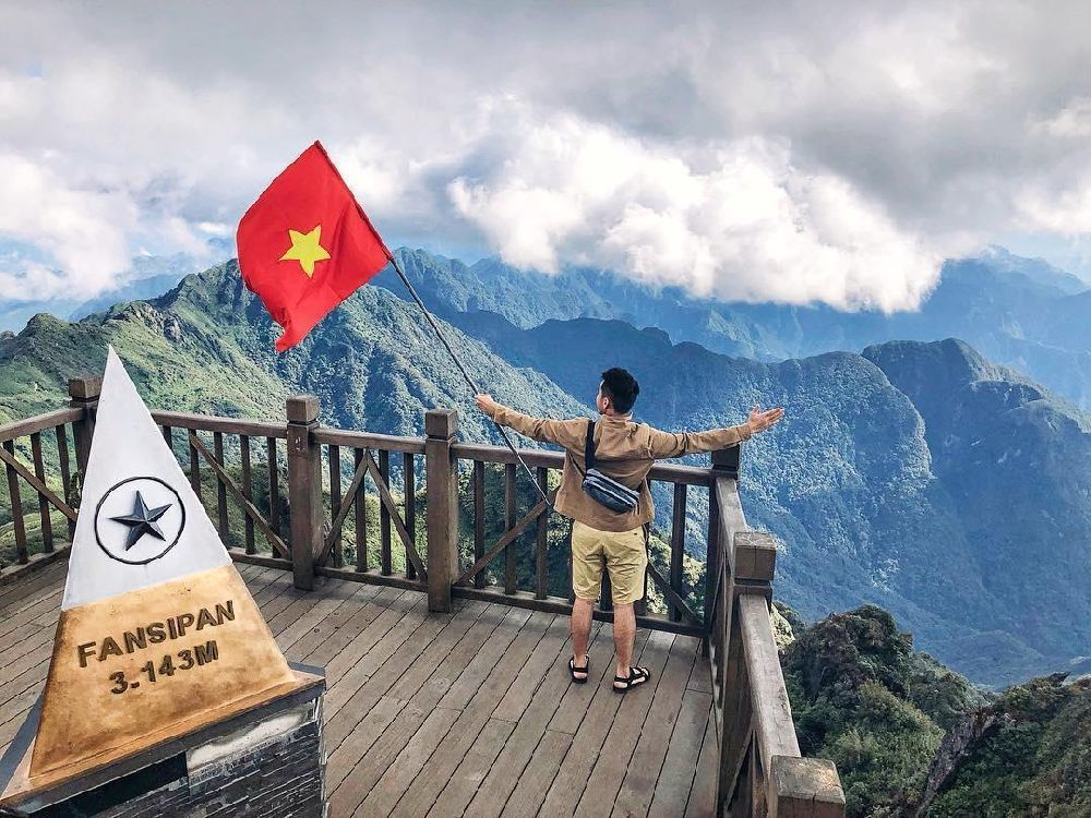 Travel to Vietnam - conquer the Fansipan peak by cable car 3
