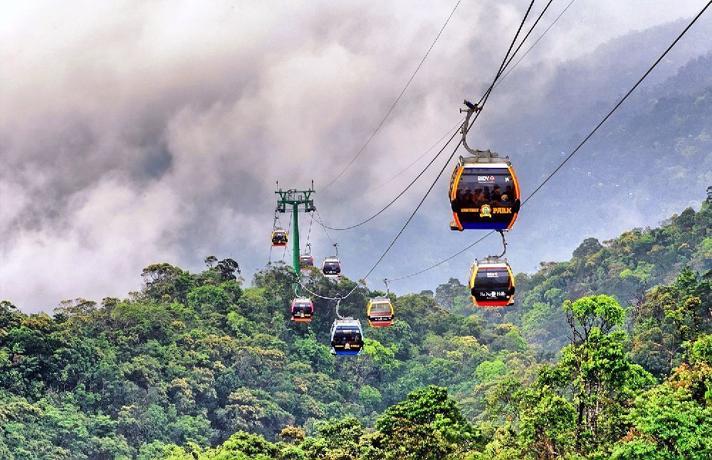 Travel to Vietnam - conquer the Fansipan peak by cable car 5