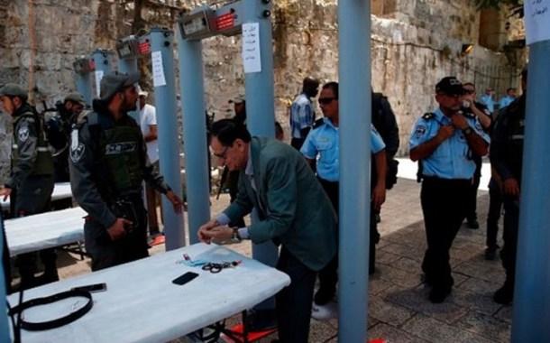 تلفزيون الاحتلال الإسرائيلي يعلن إزالة البوابات الإلكترونية بالأقصى