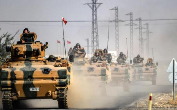 دبابات تركية إضافية تصل الحدود مع سوريا