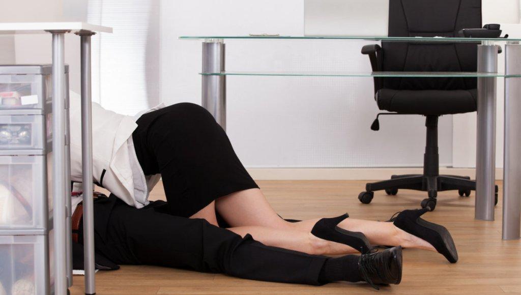 Σεξ στη δουλειά: Πώς να το κρατήσετε κρυφό, όταν επιστρέψετε – λόγω κορονοϊού – στη δουλειά