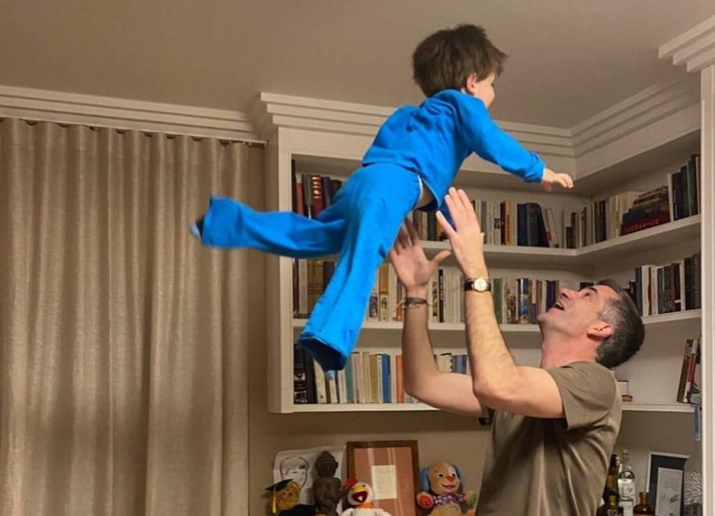 Σία Κοσιώνη- Κώστας Μπακογιάννης: Μένουν στο σπίτι με το παιδί τους