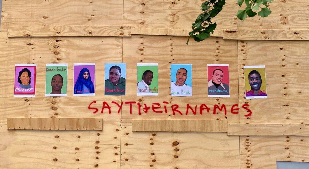 Η εικαστικός Λυδία Βενιέρη ζωγραφίζει τα θύματα του ρατσισμού στις ΗΠA