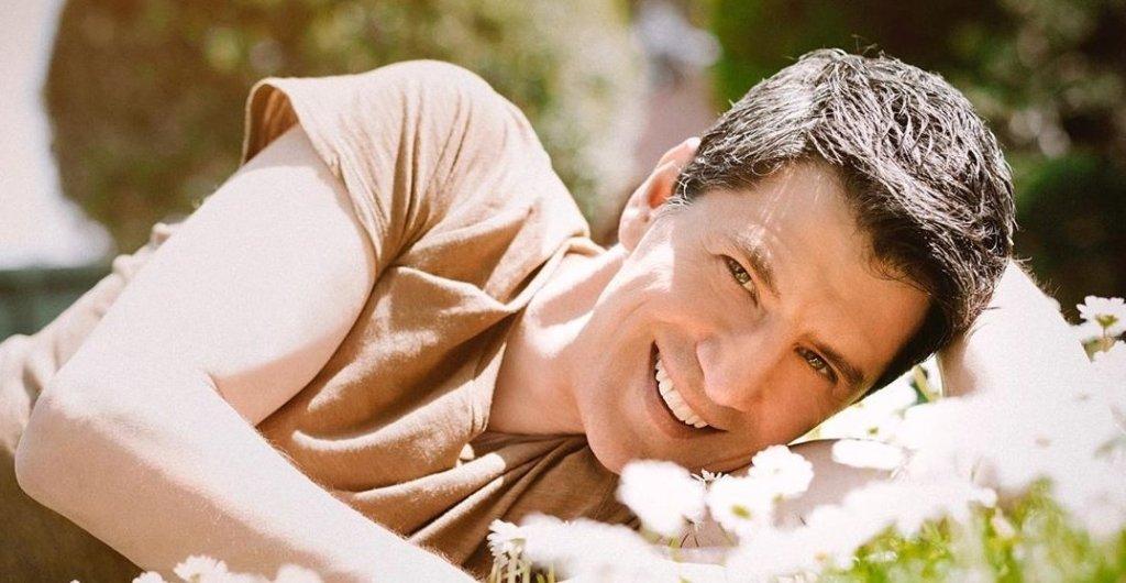 Σάκης Ρουβάς: Ένας χαζομπαμπάς που «έφερε» το λούνα παρκ στο σπίτι του