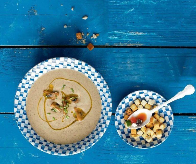 Βελουτέ σούπα με μανιτάρια και κάστανα